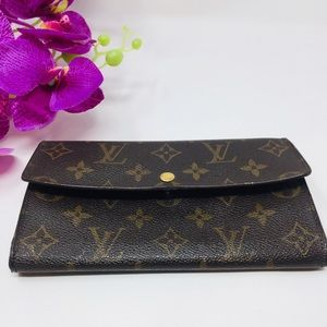 Preowned authentic Louis Vuitton Wallet